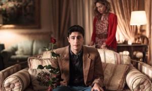 Pif è Arturo adulto, innamorato di Flora (Cristiana Capotondi) fin da quando era bambino