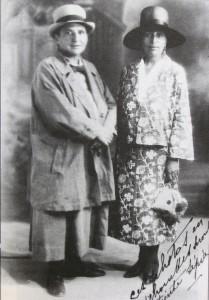 Gertrude e Alice da giovani, fotografate da Man Ray