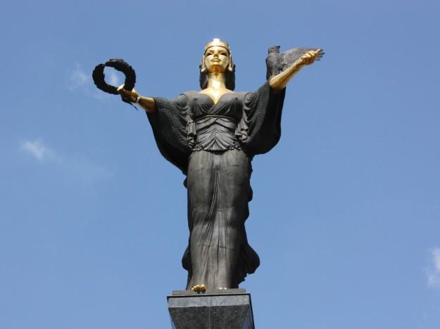 La Statua di Santa Sofia