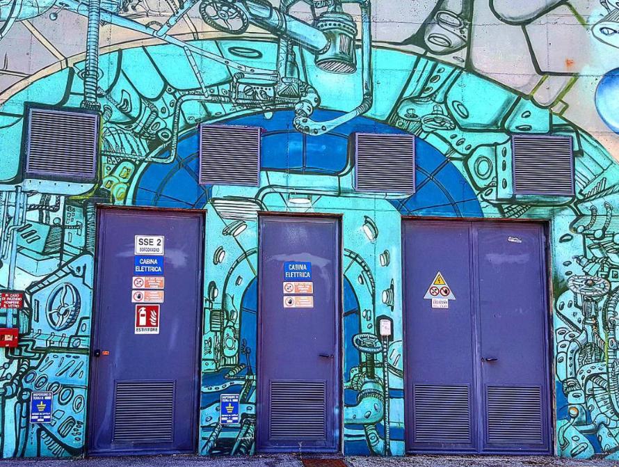 Graffiti appena fuori dalla stazione FS di Padova.
