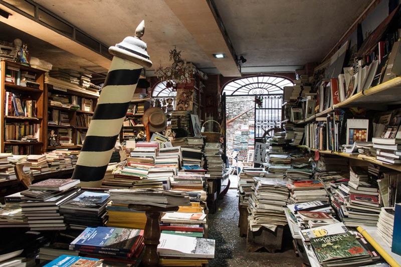 La libreria acqua alta un tesoro nascosto di venezia