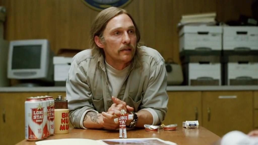 E poi c'è lui che riesce ad essere fico anche coi baffi a manubrio e la pancia da birra. Perché io no?