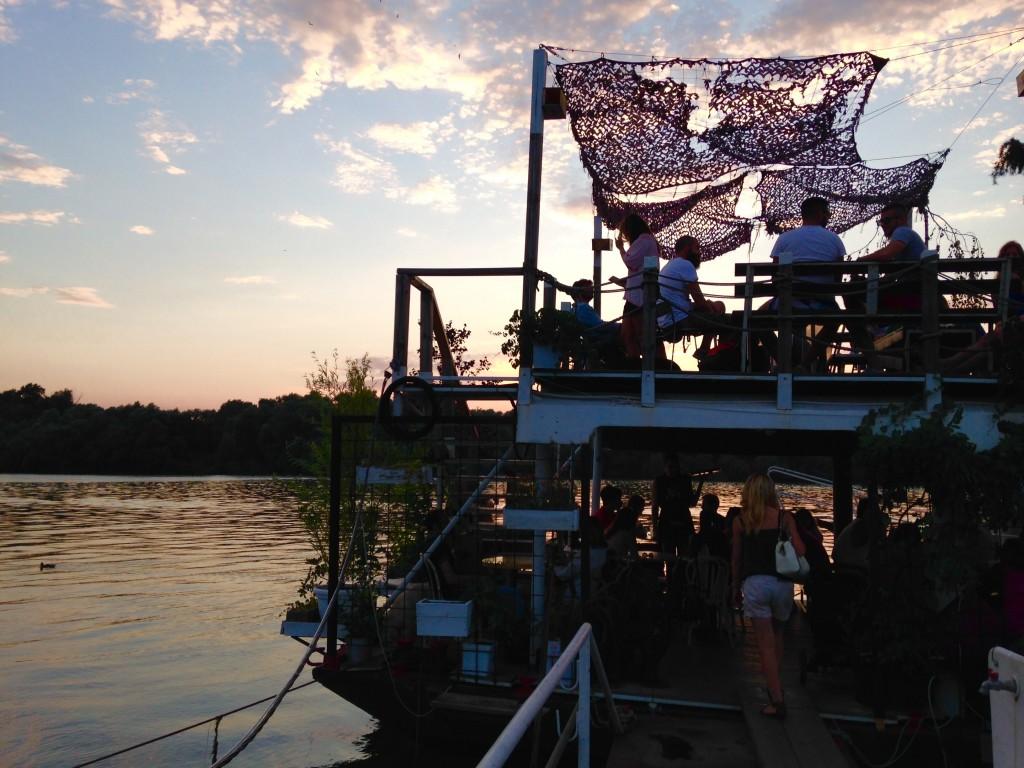 Jarem Na Vodi. Uno spazio speciale che galleggia sulla Sava.