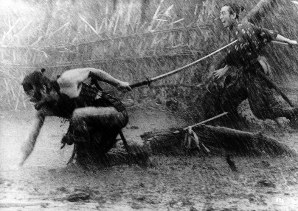 Recitavano anche sotto la pioggia; nessun aumento di stipendio.